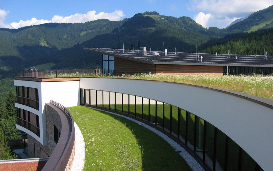 Gründach des Hotels Intercontinental im bayerischen Berchtesgaden