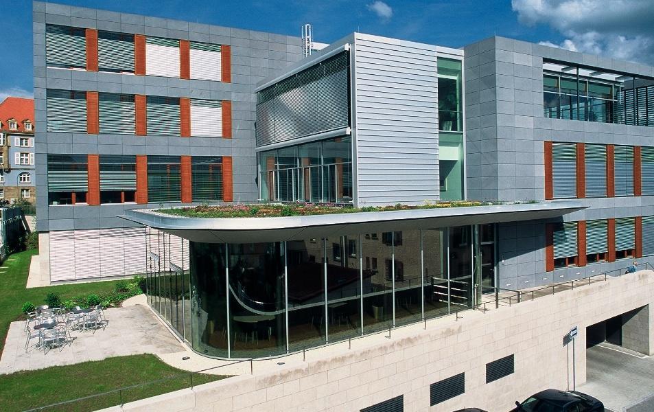 Dachbegrünung des Sparkassengebäudes in Donaueschingen