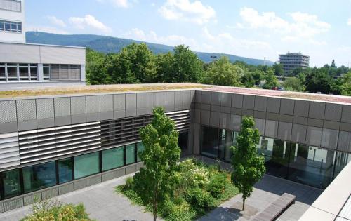 Dachbegrünung des Forschunginstituts BioQuant der Universität Heidelberg