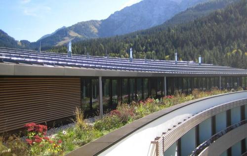 Dachbegrünung des Intercontinental Berchtesgaden Resort