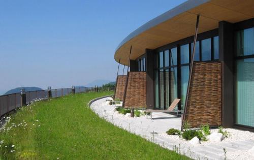 Dachbegrünung des Hotels Intercontinental Berchtesgaden Resort