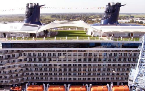 Die Celebrity Solstice - das erste Kreuzfahrtschiff mit begrüntem Deck
